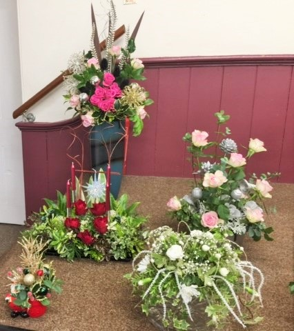 Flower arranging led by Lynne Christmas 2019 - photo 1